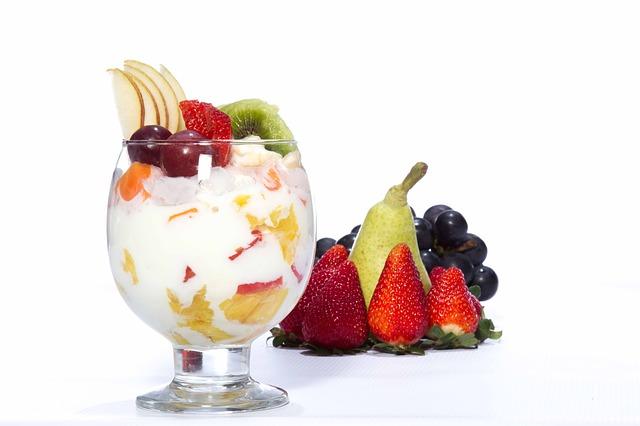 frutas con yogurt griego