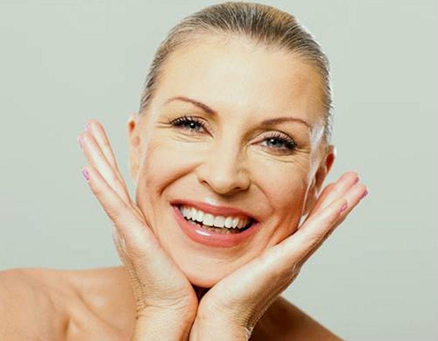 Guía de la mujer para el cuidado de la piel durante y después de la menopausia