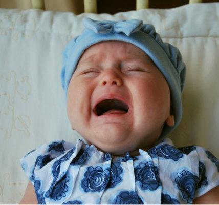 dejar que los bebés lloren