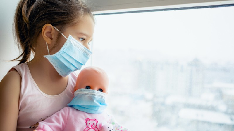 """COVID 19 en niños: análisis """"tranquilizador"""" del """"pequeño"""" riesgo"""