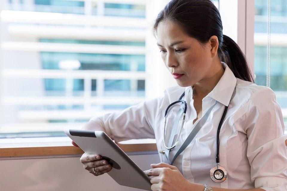 ¿Cómo llevar a cabo una buena estrategia de marketing para médicos?