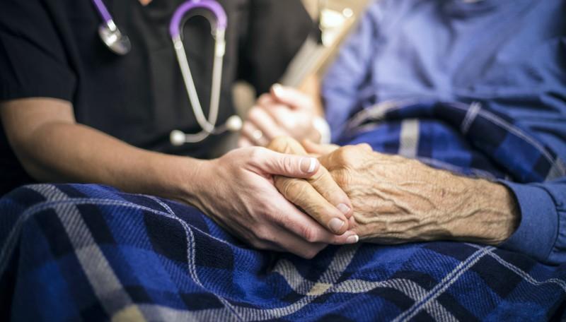 Implementan terapia alternativa para pacientes con Parkinson estimulando la médula espinal