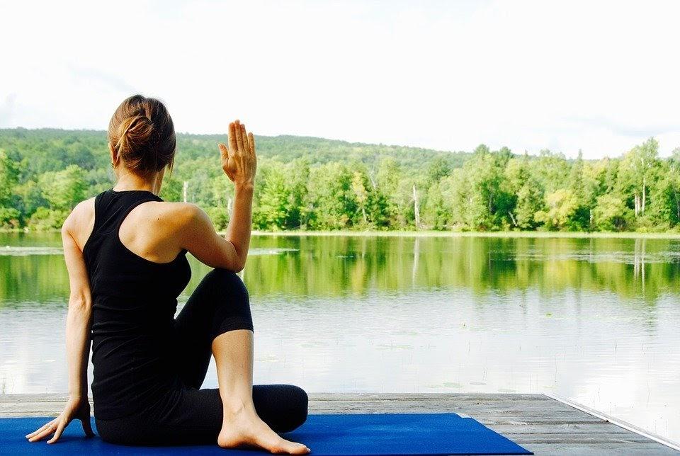Conoce los famosos cursos online de instructor de yoga