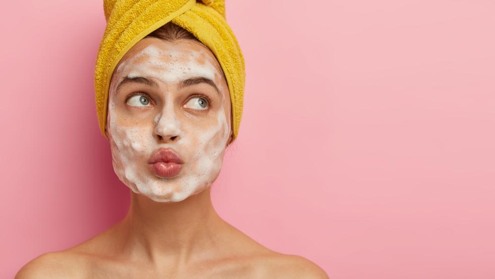 Exfoliar la piel del rostro en su momento justo