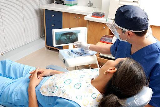 Implantes dentales en Valencia, volver a lucir una sonrisa bonita y sana