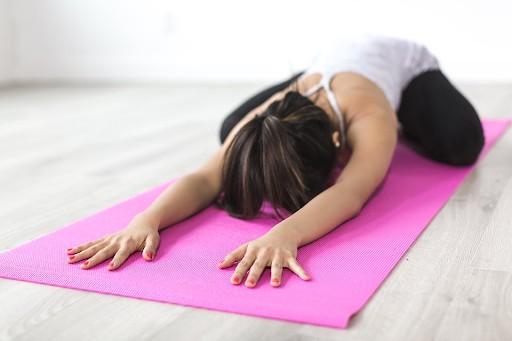 Practicar yoga, una alternativa como estilo de vida saludable